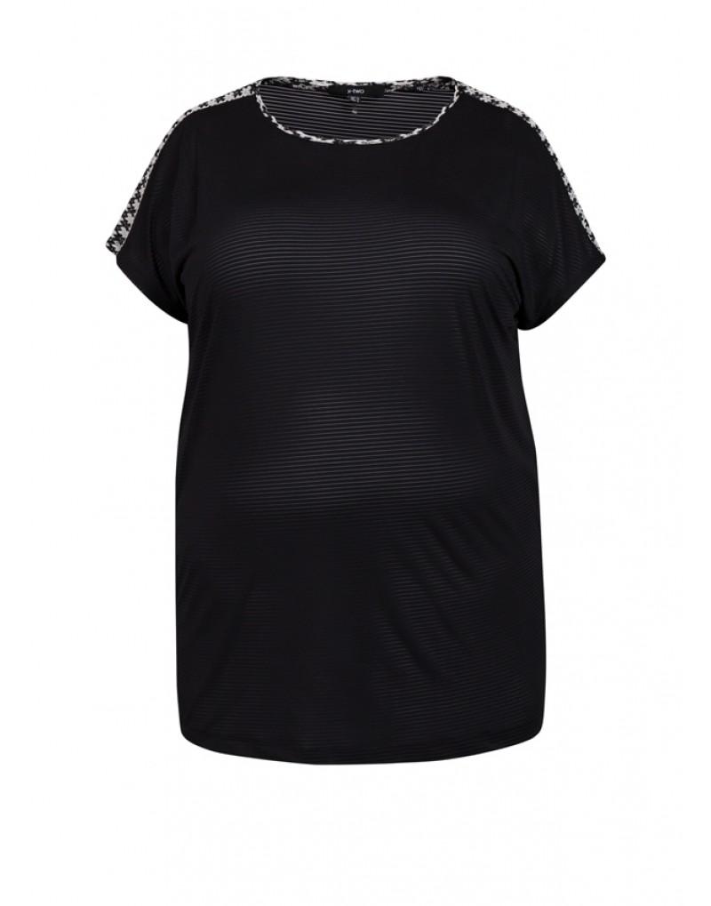 Elisa, een shirt van kant en doorschijnend